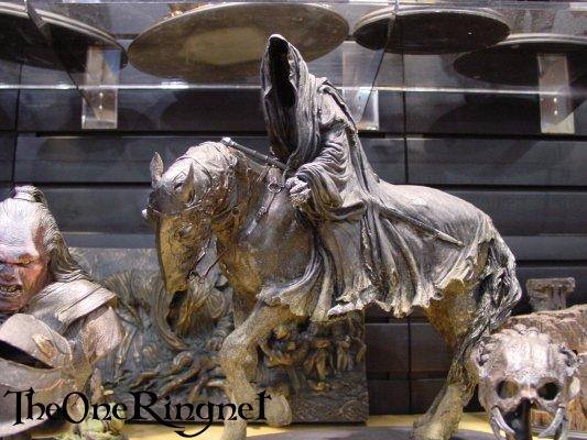 Nazgul on Horseback Statue from Sideshow Toy - 533x400, 48kB