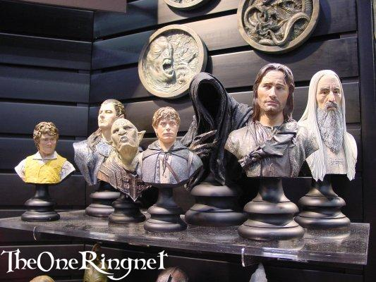 Sideshow Toy Busts at Comic-Con 2001 - 533x400, 50kB