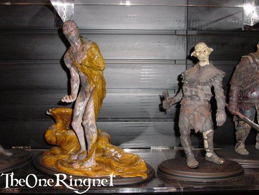 Uruk Pod and Orc  Sideshow Toy Statues at Comic-Con 2001 - 533x400, 45kB