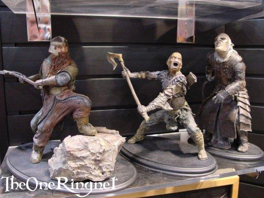 Gimli & Orc Sideshow Toy Statues at Comic-Con 2001 - 533x400, 45kB