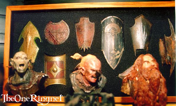 Sideshow Busts and Shield Photos - 595x359, 56kB
