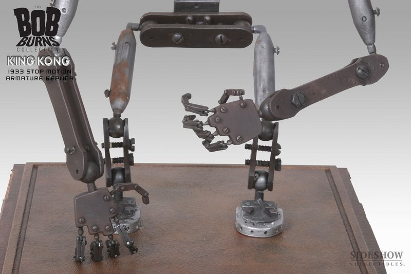 The Base and Feet of King Kong Armature - 800x533, 62kB