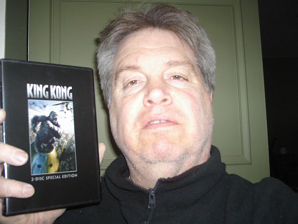 King Kong Fan with his DVD - 600x450, 44kB