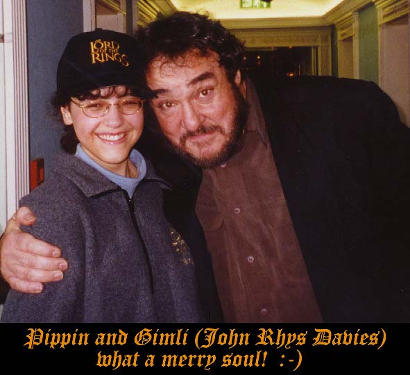 A Night To Remember!:John Rhys Davies hugs Fan - 591x540, 51kB