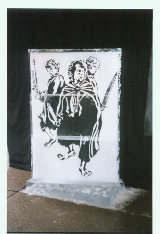 LoTR Ice Sculpture - Pippin, Merry And Sam - 550x800, 259kB