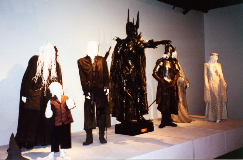 The Art of Motion Picture Costume Design Exhibit - 800x527, 268kB