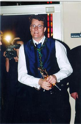 Richard Taylor with 'Oscar' - 284x433, 47kB