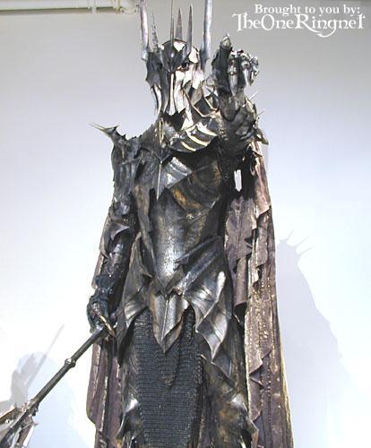 LOTR Costume Exhibit in LA - 414x500, 32kB