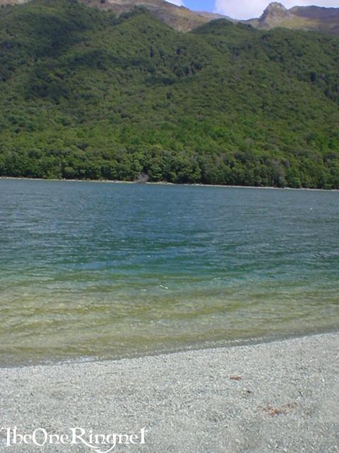 The beach above Rauros - Parth Galen - 480x640, 53kB
