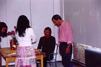 Viggo Mortensen Book Signing, New York - 400x265, 14kB