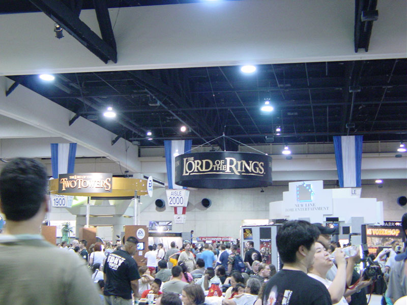 LOTR Presence at Comic-Con 2002 - 800x600, 108kB