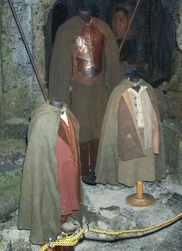 Toronto Exhibit - Hobbit Costumes - 581x800, 97kB