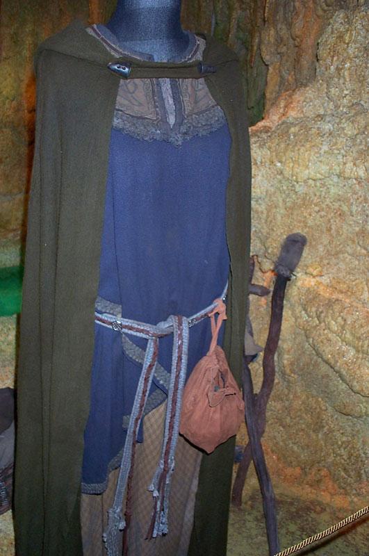 Toronto Exhibit - Rohan Woman Costume - 531x800, 99kB