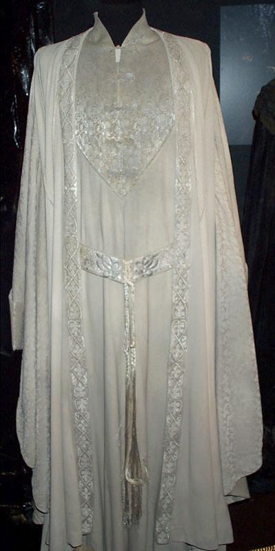 Toronto Exhibit - Saruman Costume - 399x800, 39kB