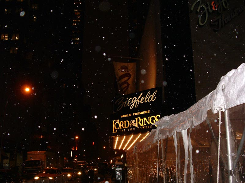 The New York Premiere of TTT - Ziegfeld exterior - 800x600, 71kB