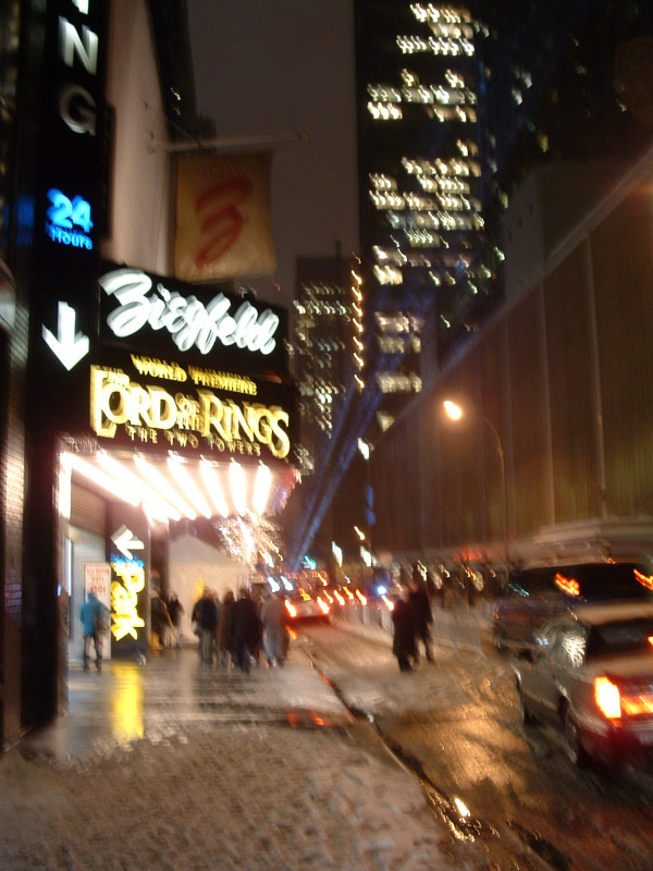The New York Premiere of TTT - Ziegfeld exterior - 600x800, 146kB