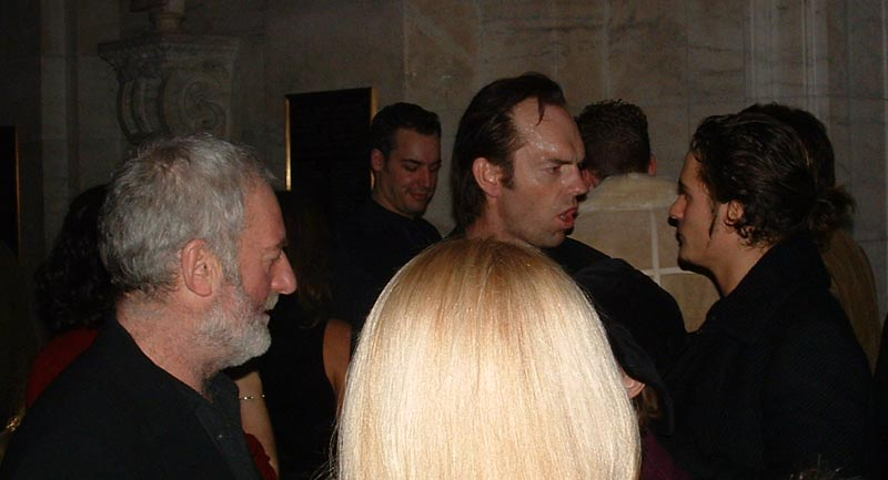 The New York Premiere of TTT - Cast Chatting at the After-Party - 800x433, 41kB