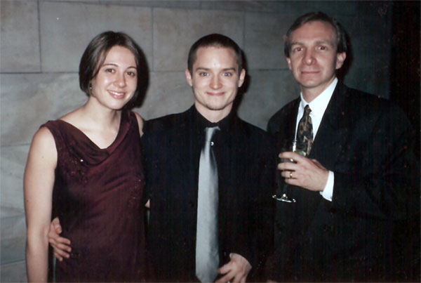 The New York Premiere of TTT - Elijah Wood at the After-Party - 600x403, 39kB