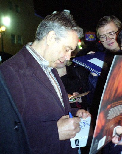 Howard Shore gives his Autograph - 410x517, 68kB