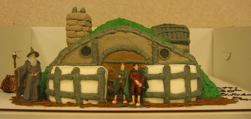 Hobbit Hole Cake - 800x382, 65kB