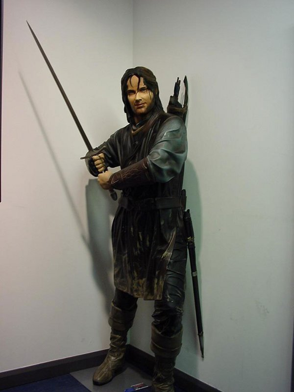 LIFE SIZED Aragorn Statue Contest! - 600x800, 44kB