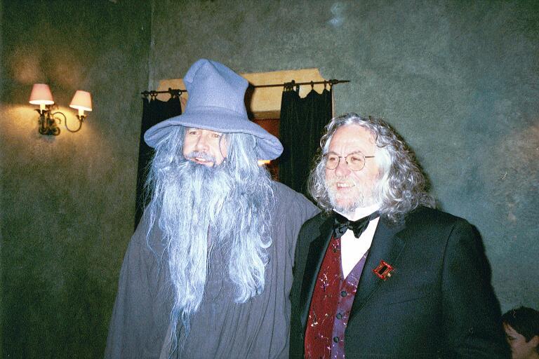 Singing Gandalf with Dan Hennah - 768x512, 74kB
