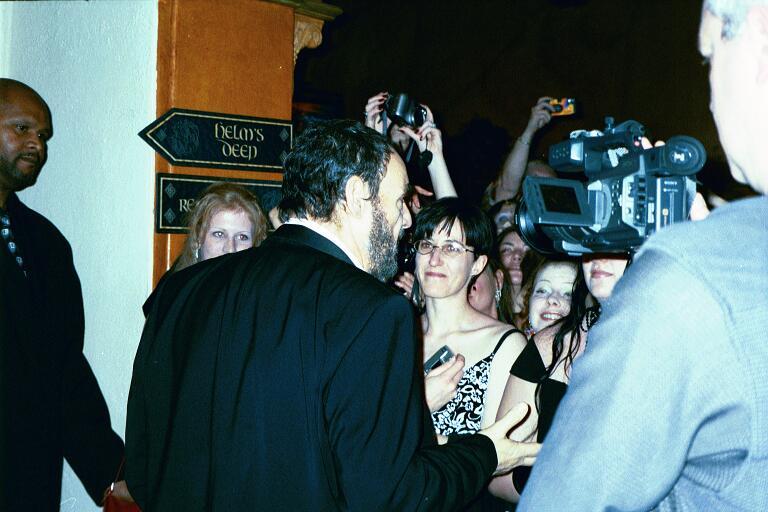 John Rhys-Davies meets the fans - 768x512, 59kB