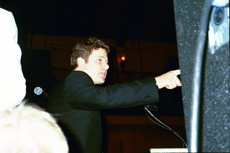 Sean Astin on Stage - 768x512, 39kB