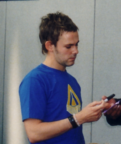 Dominic Monaghan at Collectormania 2003 - 387x460, 107kB