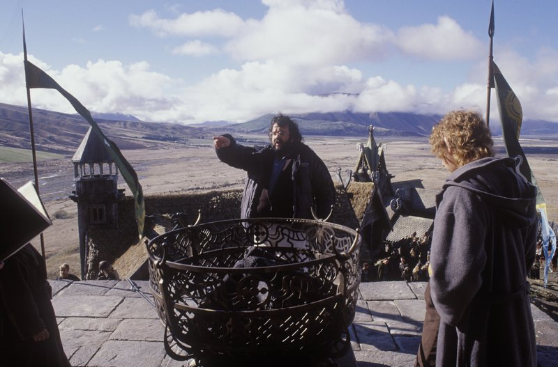 Jackson Directs At Edoras - 800x527, 86kB