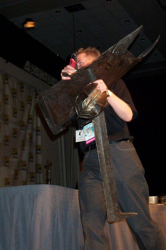 Daniel Falconer carries LOTR Props - 530x800, 70kB