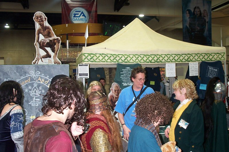 Richard Taylor Hangs out with the Fans - 800x530, 126kB