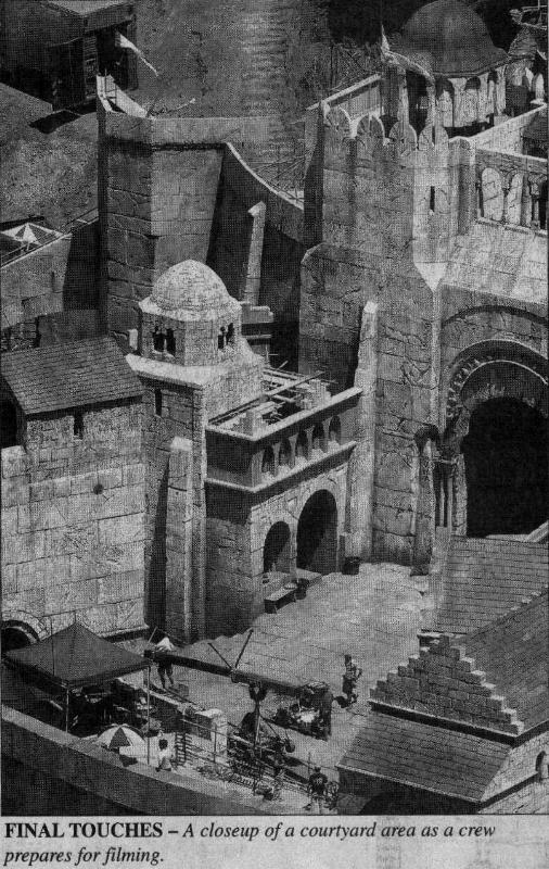 Set Pics: Minas Tirith - 506x800, 112kB