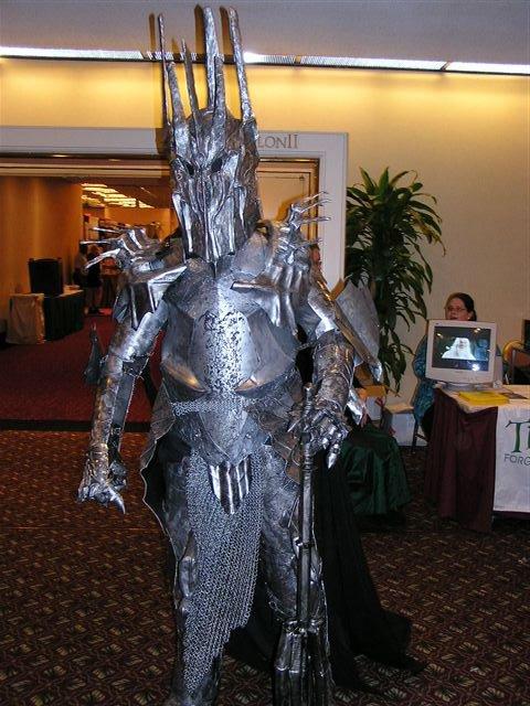 Dragon*Con 2003 Images - Sauron! - 480x640, 77kB