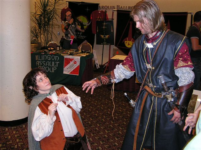 Dragon*Con 2003 Images - The Ring! - 640x480, 72kB