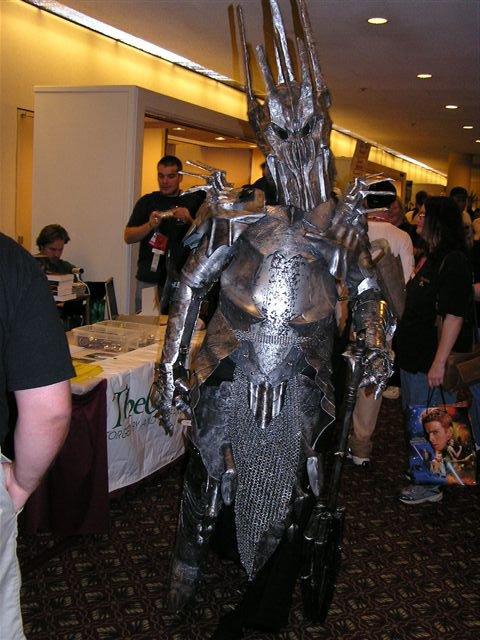 Dragon*Con 2003 Images - Sauron! - 480x640, 71kB