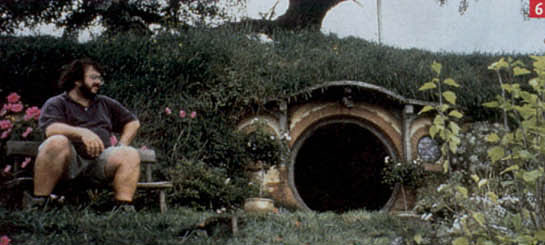 PJ a Hobbit Hole - 545x245, 30kB
