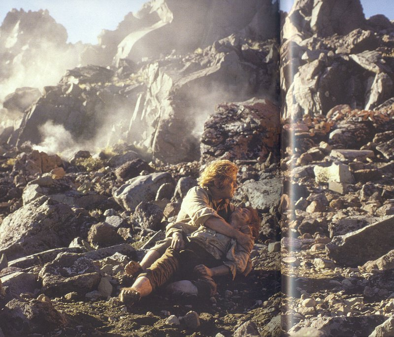 Frodo and Sam on the slopes of Mount Doom! - 800x684, 142kB