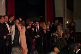 Dominic hugs John Howe - (800x530, 71kB)