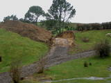 Rebuilding Hobbiton - The cutting where Gandalf and Frodo rode into Hobbiton is re-established. - (640x480, 113kB)