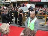 Hugo Weaving at the Wellington FOTR Premiere - (600x450, 80kB)
