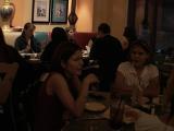 Viggo fans eat - (640x480, 185kB)