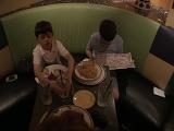 Young Viggo fans eat - (640x480, 161kB)