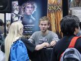 Dominic Monaghan Mans the Decipher Booth at Comic-Con 2002 - (800x600, 117kB)