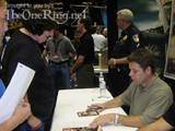Sean Astin signs Autographs - (500x375, 46kB)