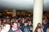Fans Huddle Around The TORn Table At Dragon Con - (800x530, 93kB)