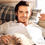 orlando-bloom-orlando-bloom-smile-sofa