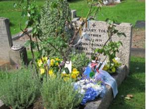 Wreathlaying on JRRT grave