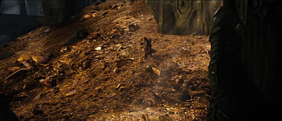 desolation-of-smaug-officialtrailer-25bilbo-on-erebor-gold-jun1113gratianalovelacecap