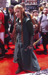 Tauriel comes to visit the booth